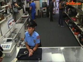 ضابط شرطة مللي مع كبير الثدي حصلت مارس الجنس مع رجل بيدق