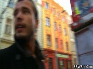 انه يلتقط BBW من الشارع