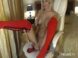 الفتاة لطيف مع كاميرا كبير الثدي بالإصبع نفسها زيارة www.fbcams.تلفزيون
