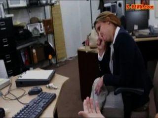 قصفت ماكر كبير الثدي سيدة الأعمال كس في مرهن