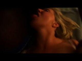 الساخنة زوجة وقحة يأخذ حمولة من نائب الرئيس في الفم حين الحصول على مارس الجنس
