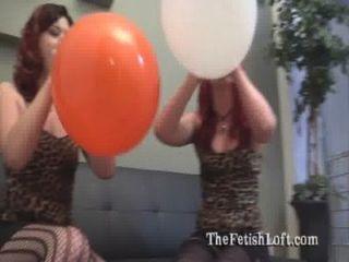 alura وفيليكس الجلوس لموسيقى البوب صنم البالون