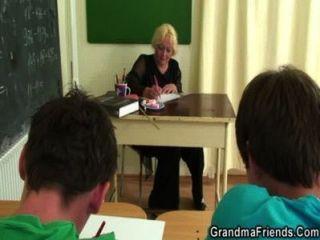 3some قذرة مع المعلم القديم