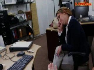 قصفت مفعم بالحيوية كبير الثدي سيدة الأعمال كس في مرهن