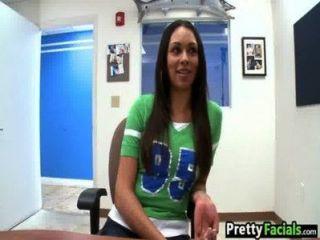 المشاهير الاباحية فتاة يحصل على الوجه بيت عنيا بنز 1.1