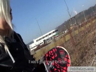 مثير سن المراهقة التشيكية شقراء ضجيجا في بوف الغابات