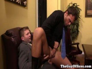 الجنس المكتب مع مدرب العضلات كولبي يانسن