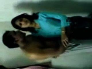 الساخنة فتاة جامعية الهندي التقبيل MMS فضيحة مع الكادح