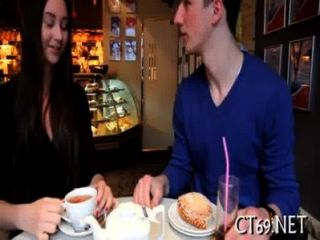 الجنس عن طريق الفم مع حبيبته الساخنة