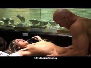 الجنس الحقيقي مقابل المال 17