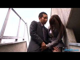 مكتب سيدة إعطاء اللسان إلى الرجل نائب الرئيس إلى الفم البصق السائل المنوي إلى النخيل خارج o