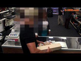 ناضجة مفلس جبهة تحرير مورو الإسلامية تبيع بعض الاشياء ل زوجها بكفالة