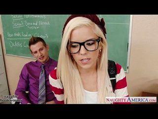 جيكي تلميذة هالي فون اللعنة في الفصول الدراسية