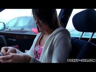 التشيكية فتاة أنستسيا يحصل لها شعر موف خبطت في السيارة
