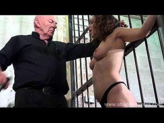 بزاز الثدي و جامدة ضربة على المستعبدة بوفوير في عبودية و بدسم شديدة