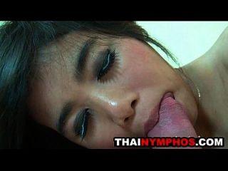 الآسيوية كتي أوبور يحصل مارس الجنس بعد مص