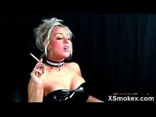 لذيذ تيتي صنم تدخين زوجة عارية ماكيوت