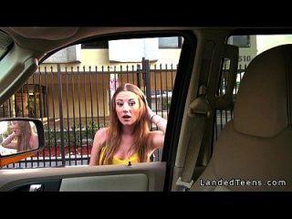 مفلس في سن المراهقة يعطي اللسان في سيارة و الملاعين في الهواء الطلق بوف