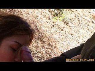 حار امرأة سمراء المكسيكي فتاة يحصل اشتعلت و مارس الجنس بواسطة الحدود دورية 4