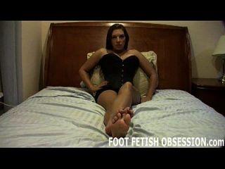أريدك أن تغطي أقدامي الحساسة مع نائب الرئيس