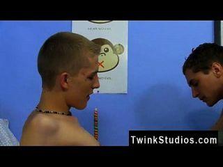 توينك فيلم مشاهدة 2 الفتيات 1 كوب هو رهيبة طقوس الإنترنت