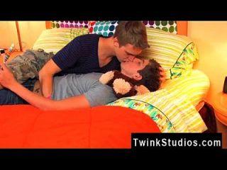 مثلي الجنس العربدة تحصل على رؤية هؤلاء اثنين من الشباب إغرائي الذهاب على تريست