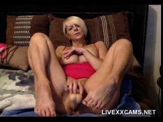 حار كبار السن شقراء جبهة مورو يلعب مع لها كس في السرير