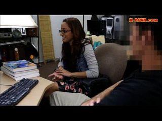 طالب كلية بيادق لها كس و مارس الجنس في ال باكروم