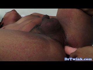 الآسيوية طرفة عين الطبيب يستخدم دسار على المريض