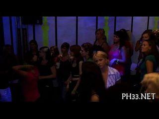 الكثير من تحول جنسى على حلبة الرقص