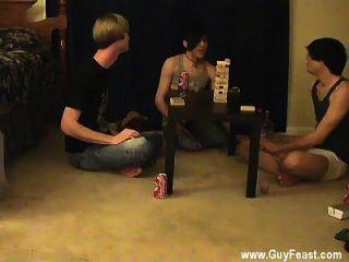مثلي الجنس تتبع الديك و ويليام معا مع معارفهم الجديدة