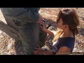 حار امرأة سمراء المكسيكي فتاة يحصل اشتعلت و مارس الجنس بواسطة الحدود دورية 1 2
