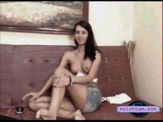 [moistcam.com] مرح الثدي كام في سن المراهقة يظهر قبالة لها الجسم الساخن! [مجانا زس كام]