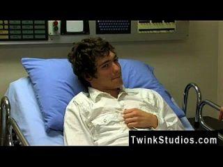 فيلم مثلي الجنس من حسنا، هذا هو ما نسميه رجل بقعة. جوش بنسان