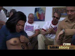 الأبنوس يحصل مارس الجنس في جميع الثقوب من قبل مجموعة من الأبيض الرجال 22