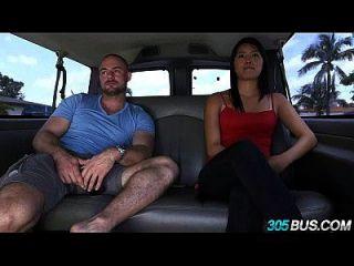 الآسيوية الإحساس مع لطيفة الثدي ركوب الخيل 305bus 2.1
