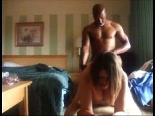 كاكولدينغ زوجة مارس الجنس من قبل رجل أسود