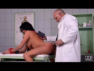 جميلة الفرنسية فتاة مارس الجنس جيدة في عيادة بت. 2