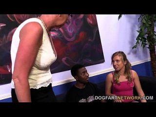 تايلور لين و لها ربيبة تأخذ رعاية من بي بي سي