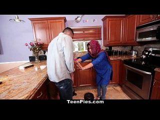 تينبيز مسلم فتاة يشيد آه لاونغ قضيب