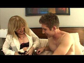 ابن شقيق يمارس الجنس مع عمته نينا هارتلي أكثر على فوتجوبس tube.com