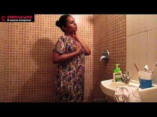 الهندي الهواة فاتنة زنبق الاستمناء الجنس في دش