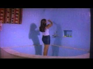 مالو ب الصف الممثلة حمام عارية