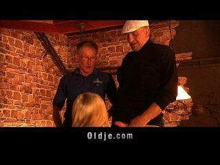 السياح غراندباس الملاعين أمريكي كتكوت في ل حانة