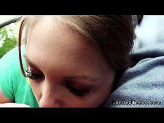 قرنية في سن المراهقة هيتشيكر مص و سخيف في ال سيارة