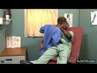 مثلي الجنس الطبيب اللعنة له المريض في العمل