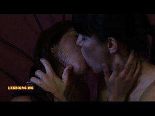 مذهلة البرية البنات تقبيل حار جدا