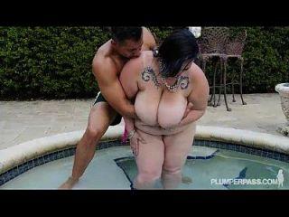 سمراء ببو يحصل لها الحمار مارس الجنس بواسطة بيج بلاك كوك
