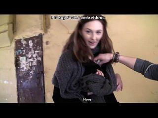 جنسي الفتيات عروض الثدي إلى أقرن توريستس مشهد 3