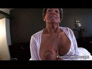 الجدة القديمة يأخذ كبير الديك الأسود في الحمار الشرج بين الأعراق الفيديو
